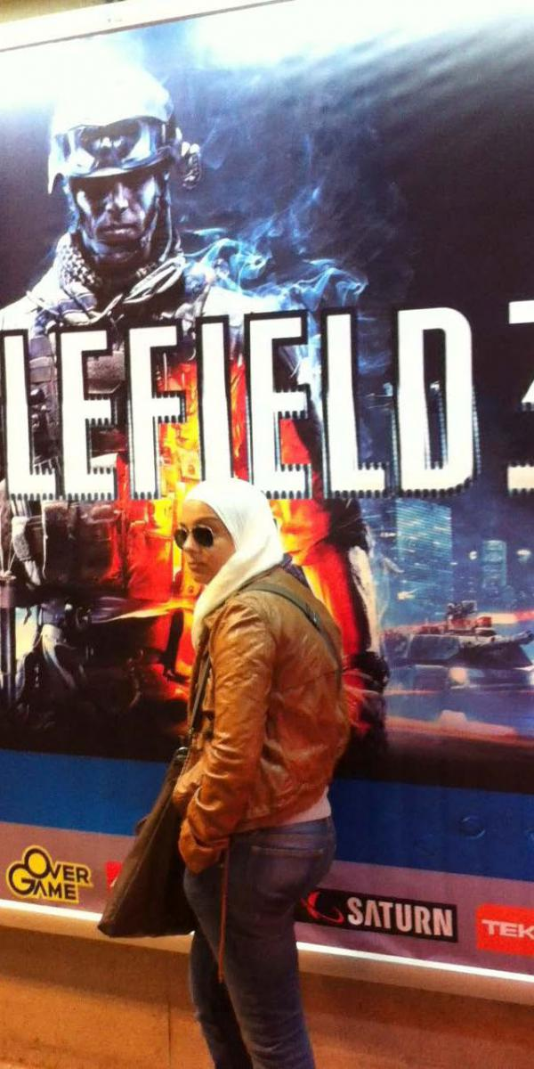 bf3poster-woman.jpg